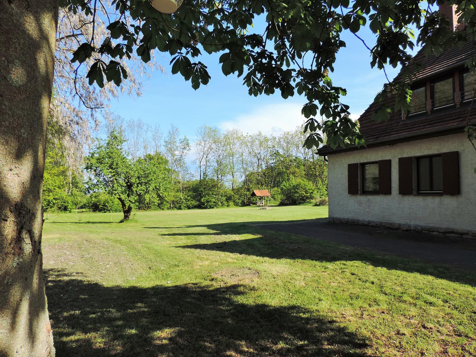 Haus Ringgau - Blick auf das Grundstück Richtung Osten
