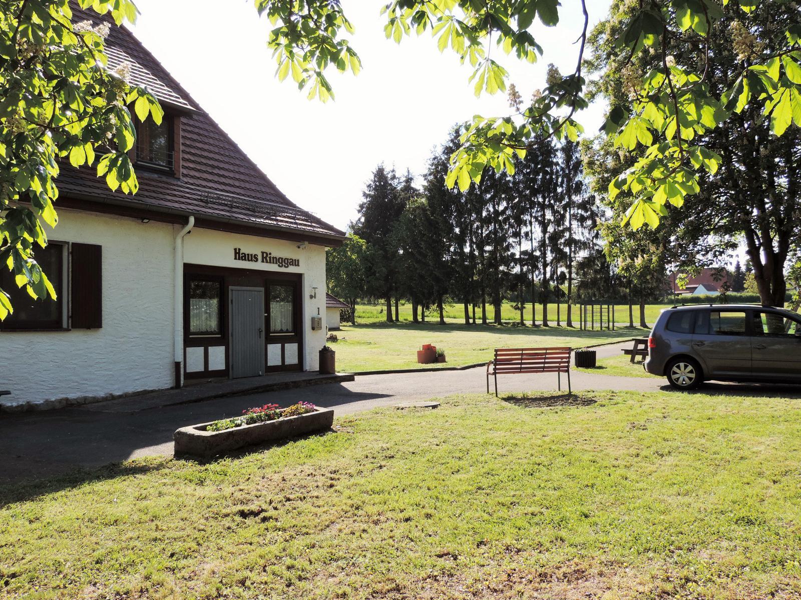Haus Ringgau - Blick auf das Grundstück Richtung Westen